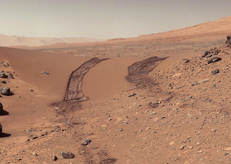 RoadMap: studying the ubiquitous yet poorly known Martian dust