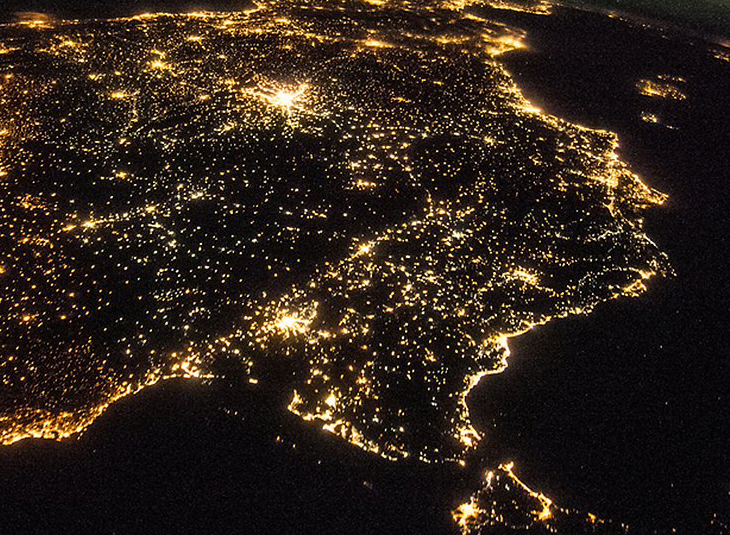 The IAA develops a study that shows a decrease in light pollution in Granada during confinement