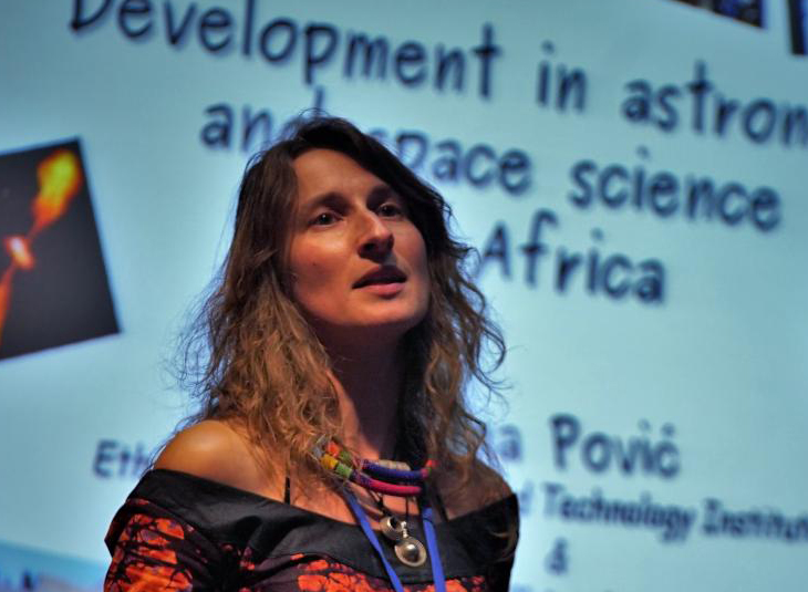 Researcher Mirjana Povic receives the Jocelyn Bell Burnell Award from the European Astronomical Society